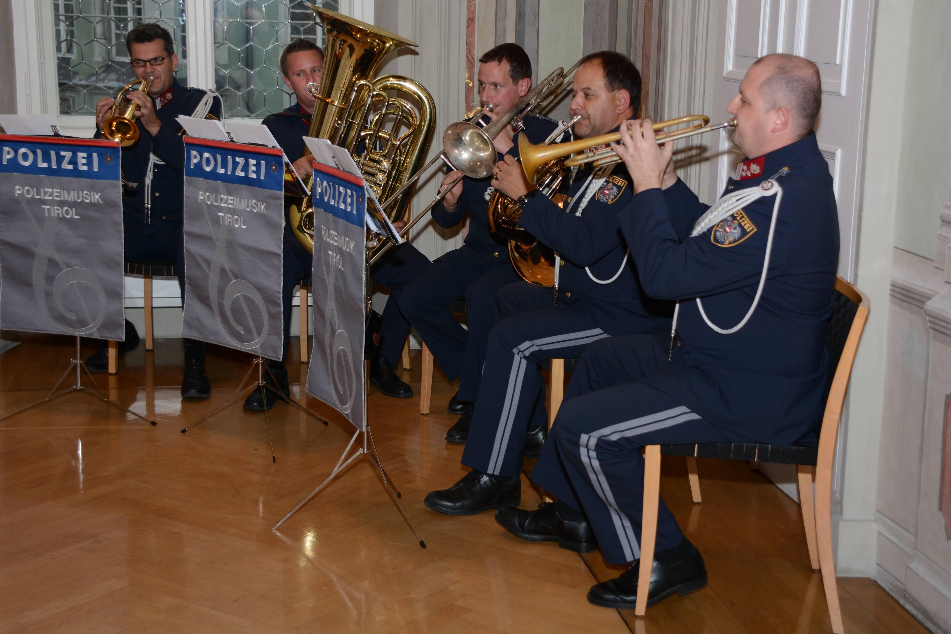 Ein Quintett der Polizeimusik Tirol umrahmte die Feierlichkeit im Tiroler Landhaus. ©LPD Gruber