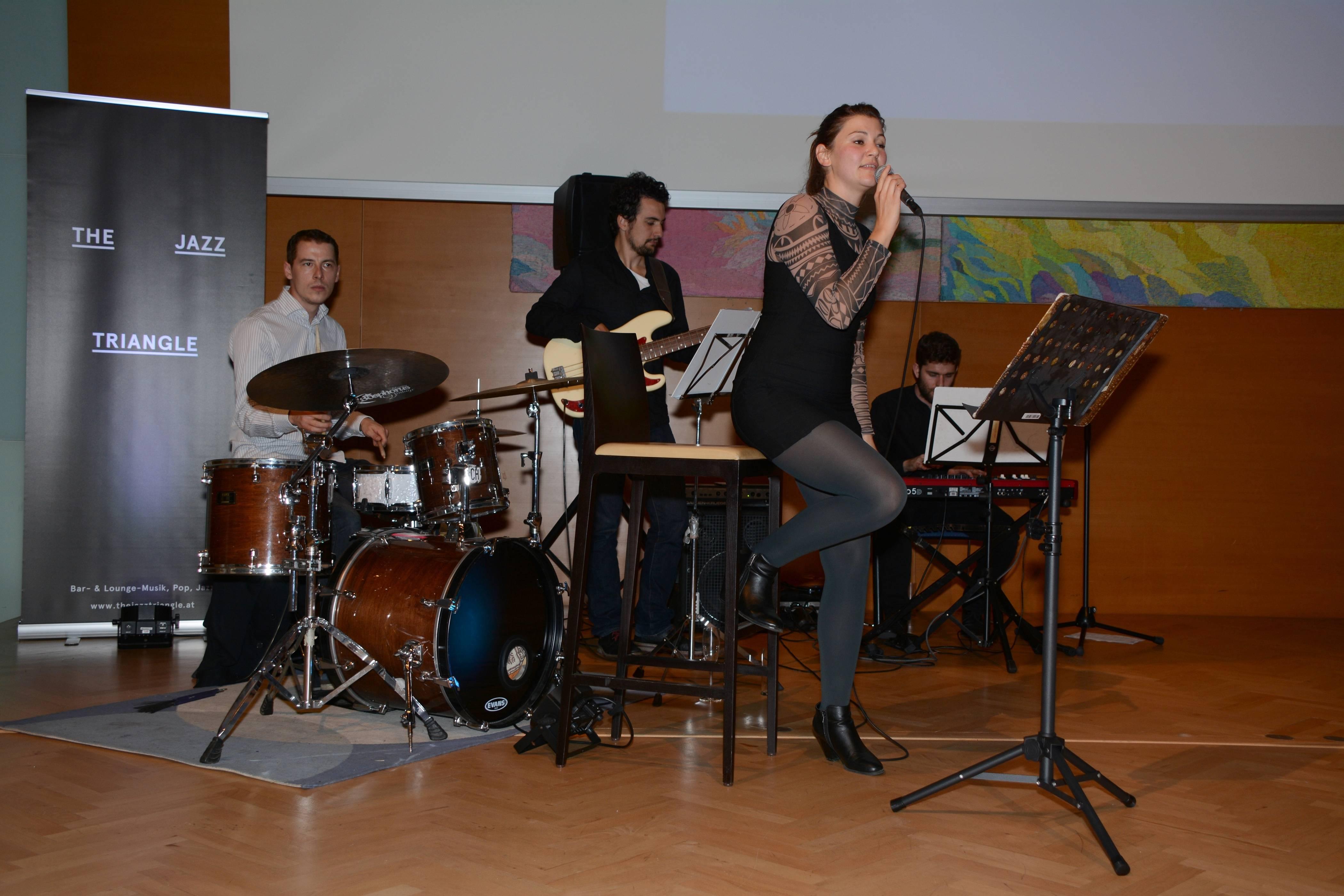 """Die Band """"The Jazz Triangle"""" mit Heidi Erler sorgte mit ihrer Musik für die richtige Atmosphäre. ©LPD Gruber"""