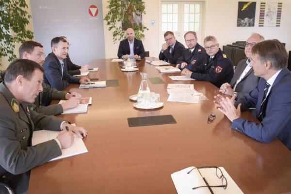 Zivilschutzagenda Österreich bei Bundesminister Starlinger am 23 08 2019 im BMLV
