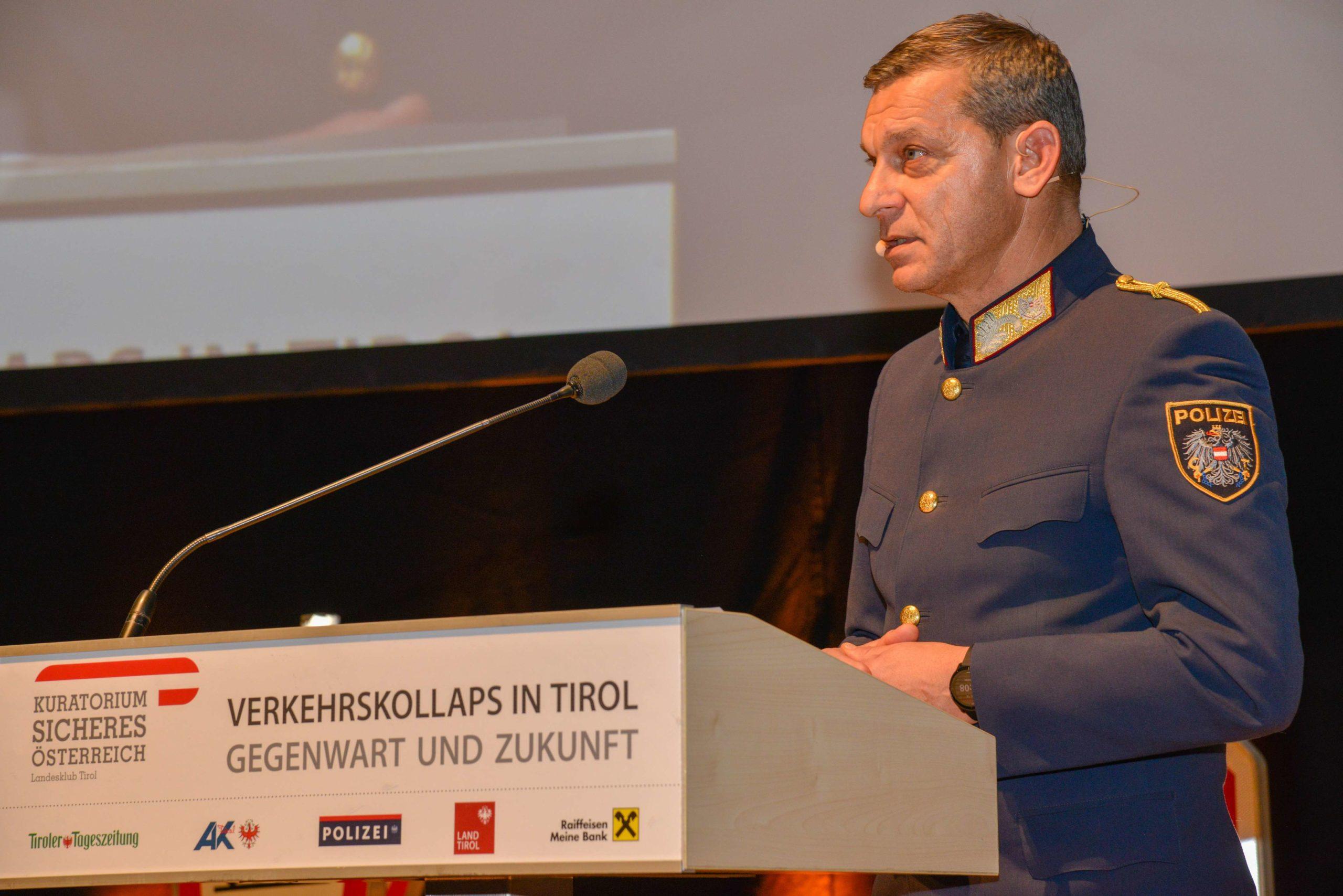 Mag. Helmut TOMAC begrüßte die Besucherinnen und Besucher © LPD Tirol | ChefInsp Johann HEIS